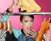 Девушка обнаружила моль в шкафу