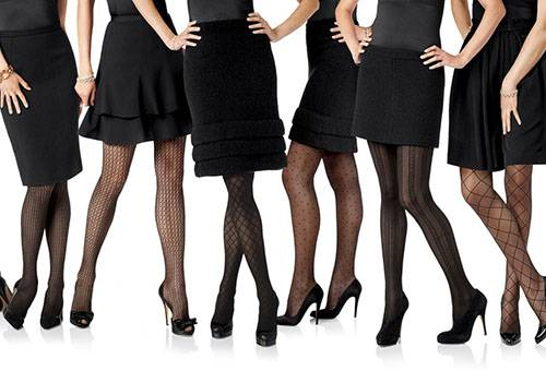 Девушки в колготках и юбках