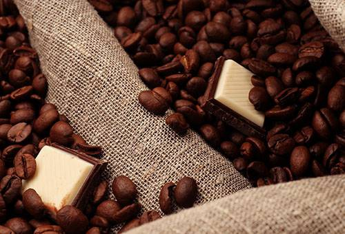 Кофейные зерна и шоколад
