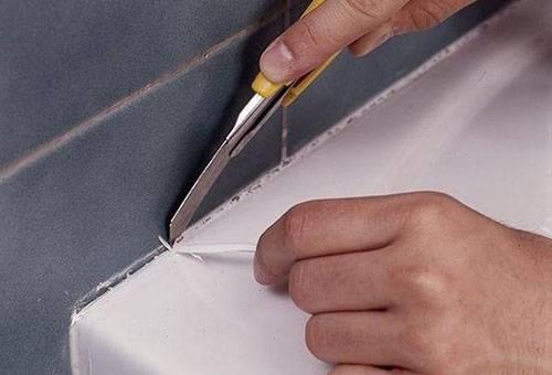 Удаление силиконового герметика ножом