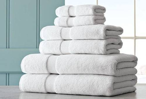 Чистые белые махровые полотенца
