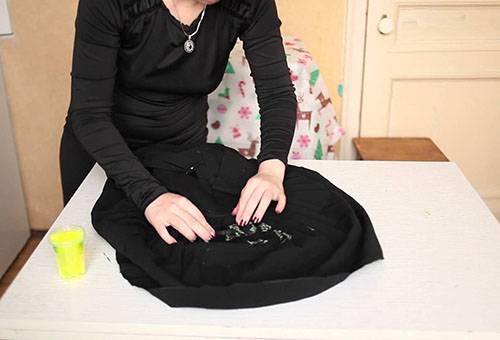 Как вывести клей на платье