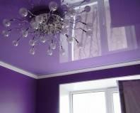 Сиреневый глянцевый натяжной потолок
