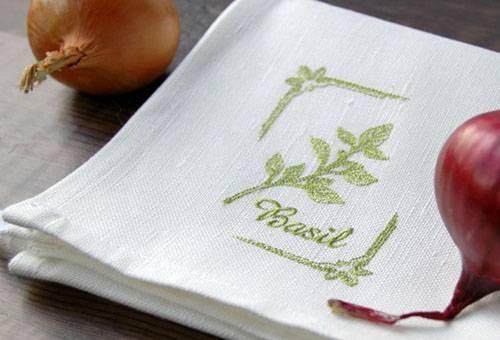 Белые кухонные полотенца с вышивкой