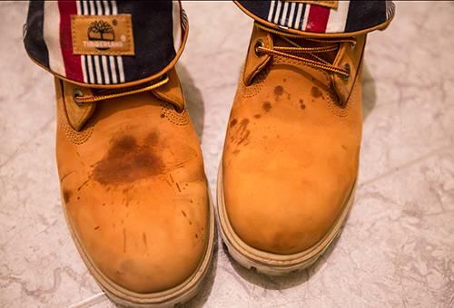Пятна на замшевых ботинках