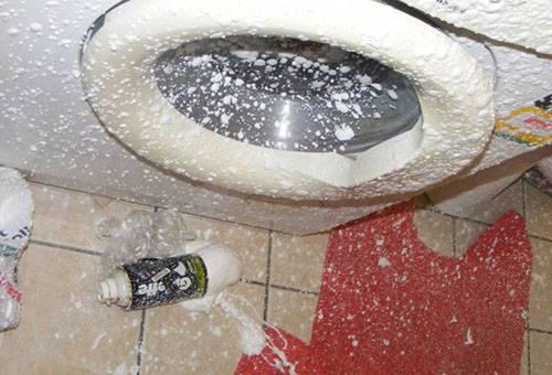 Взорвался баллон монтажной пены в ванной