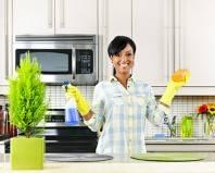 Девушка отмыла кухонный гарнитур при помощи бытовой химии