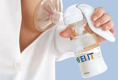 Как сохранить грудное молоко после сцеживания