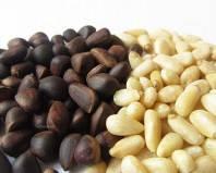 Очищенные и неочищенные кедровые орехи