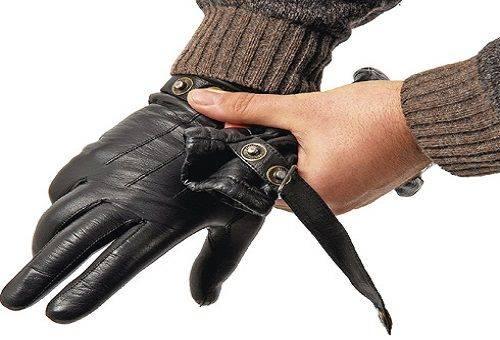 черные перчатки из кожи