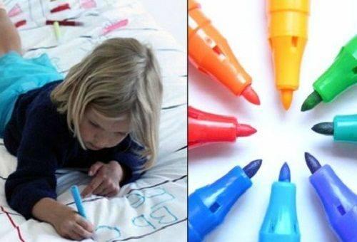 девочка рисует фломастерами