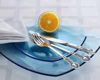 Лимон и столовые приборы