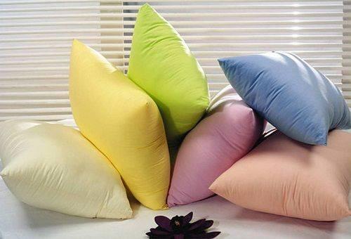 подушки разноцветные