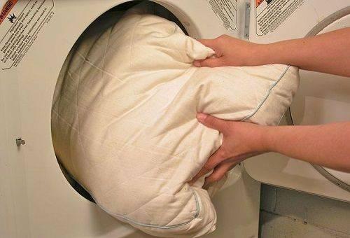 подушка в стиральной машине
