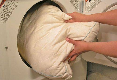 kak stirat podushki 4 - Как стирать подушки из пуха, холлофайбера, бамбука и антистресса?