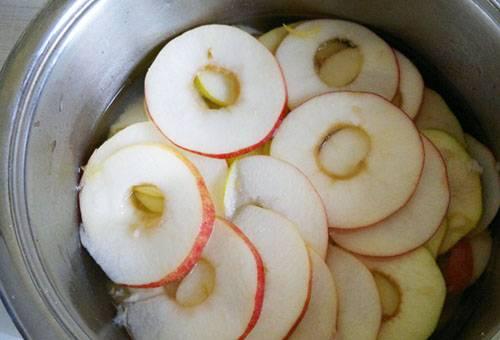 Яблоки, нарезанные колечками