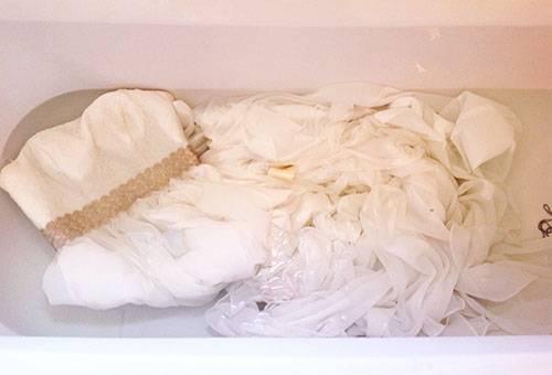 Стирка свадебного платья вручную