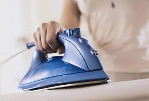Как убрать след от утюга с черной, белой и цветной ткани?