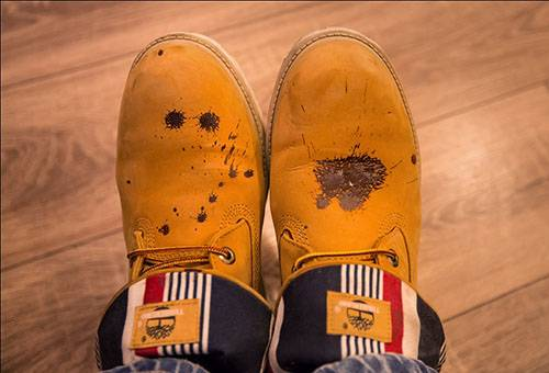 Испачканная обувь из нубука