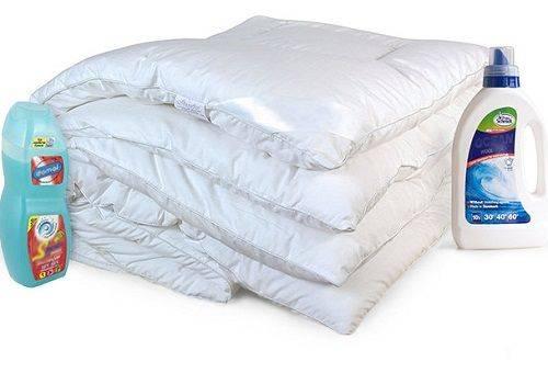 белое ватное одеяло