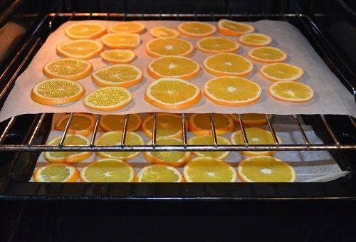 нарезанные апельсины в духовке