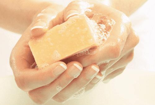 отмывание краски для волос с рук мылом