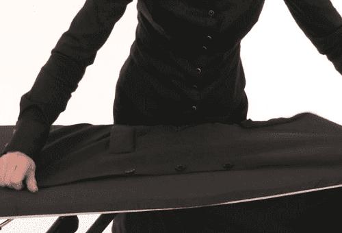 процесс глажки пиджака