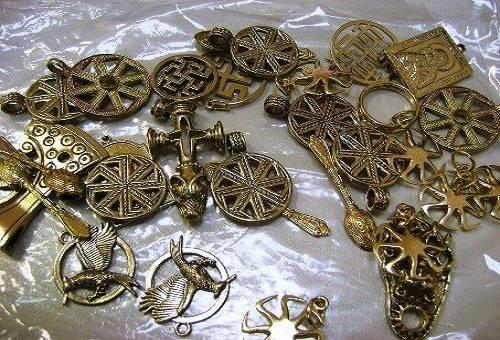 различные изделия из бронзы