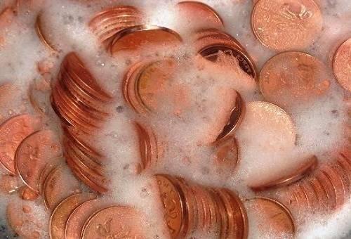 бронзовые монетки в растворе