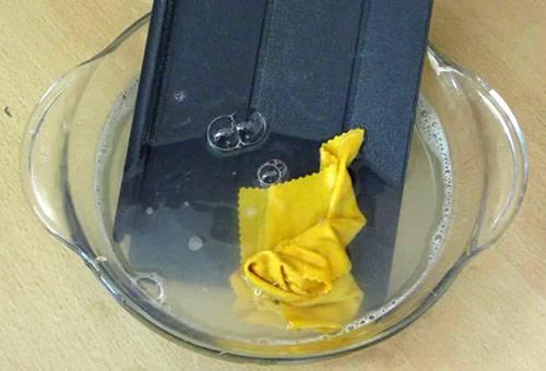 Мытье силиконового чехла для планшета