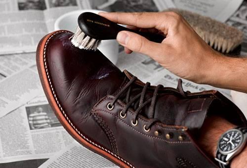 Чистка кожаной обуви