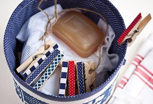 Как убрать клей от страз с одежды: типы клея и подходящие средства