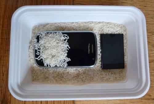 Сушка телефона в рисе