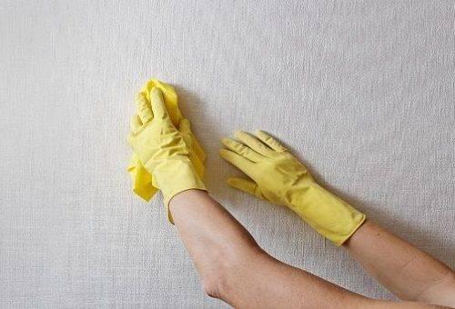 чистка обоев химическими средствами