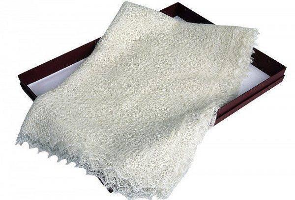 Белый пуховой платок