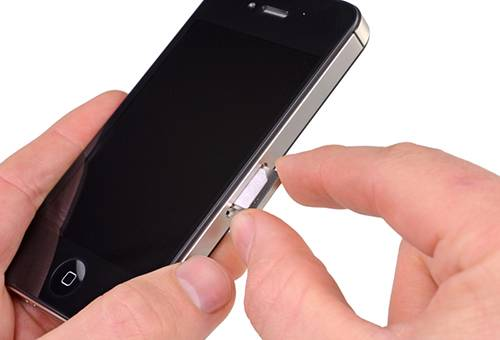 Застряла симкарта в айфоне