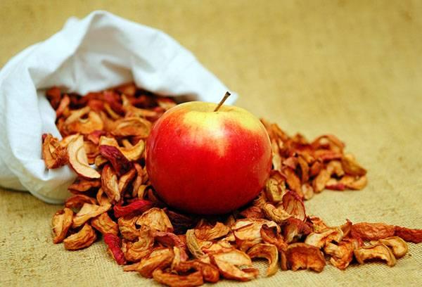 Яблоко свежее и засушенное
