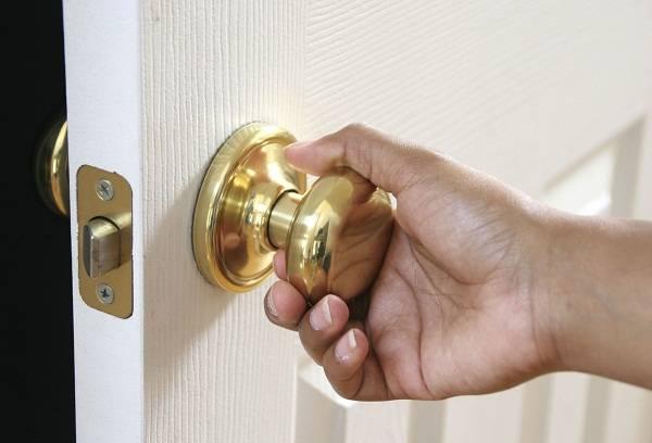 Как открыть дверь если она закрыта изнутри