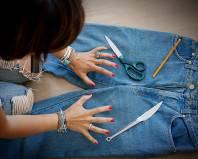 Подготовка к протиранию джинсов