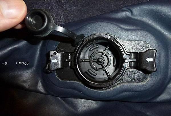 Клапан надувного матраса