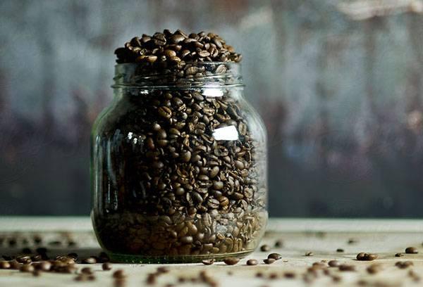 Банка с кофейными зернами