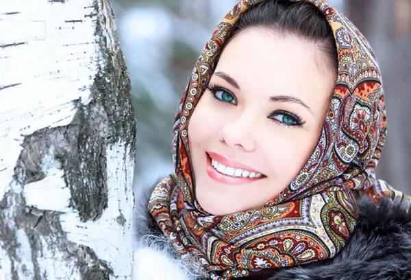 Девушка в павлопосадском платке