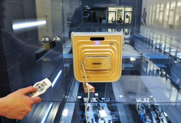Робот для мытья окон с двух сторон