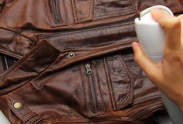 Обработка кожаной куртки спреем от запаха