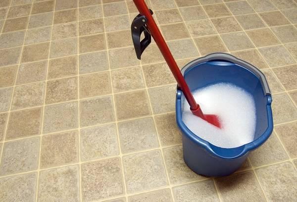 чистка напольного покрытия