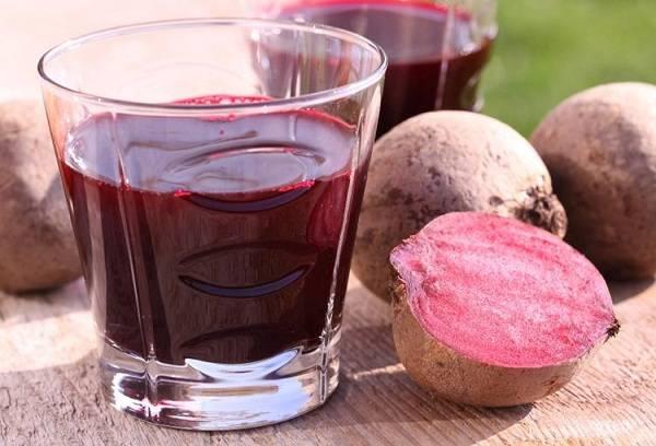 свекольный сок в стакане