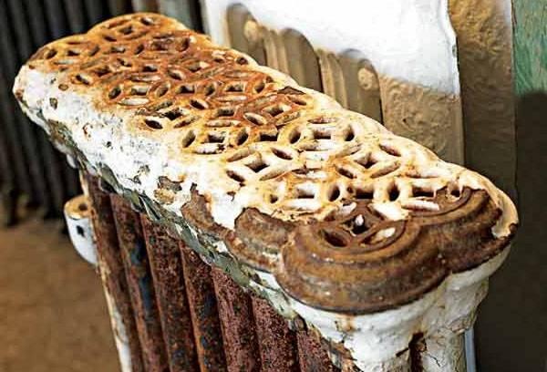 Старый ржавый радиатор