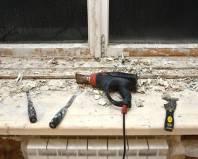 Удаление старой краски строительным феном