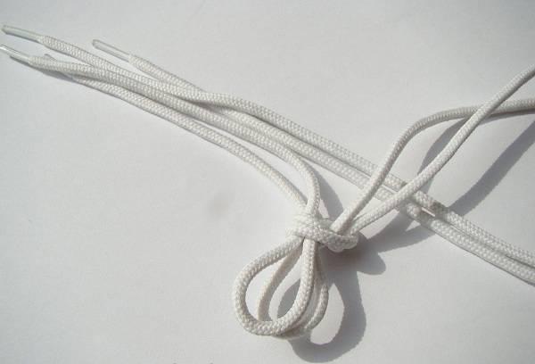 белые шнурки