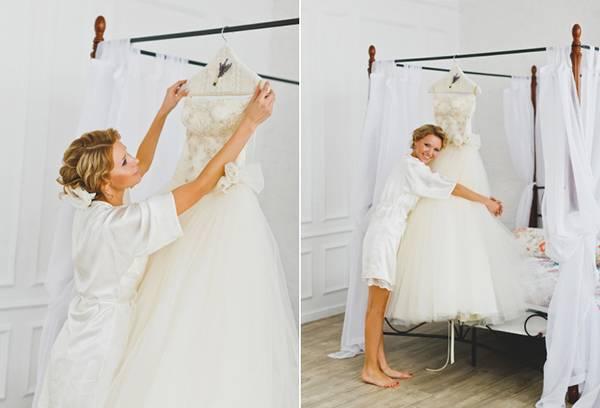 Девушка со своим свадебным платьем
